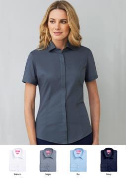 Abbigliamento da lavoro elegante per la tua divisa da receptionist, hostess o hotellerie. Vendita all'ingrosso. Richiedi un preventivo gratuito.