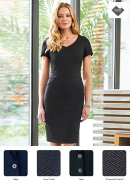 Elegant dress in polyester and viscose fabric with stain-resistant treatment.