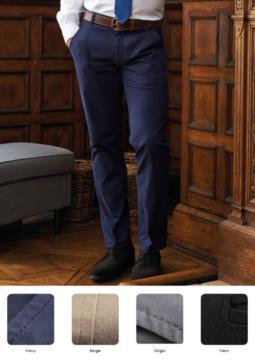 Pantalone elegante uomo modello slim fit, tasche laterali, tessuto in cotone ed elastane. Contattaci per un preventivo gratuito.