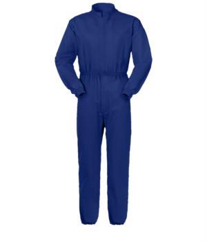 Tuta intera antimpigliamento, chiusura con cerniera centrale coperta, collo alla coreana, tasca pettorale chiusa con velcro, colore blu. Certificato UNI EN 510 e UNI EN 340:04