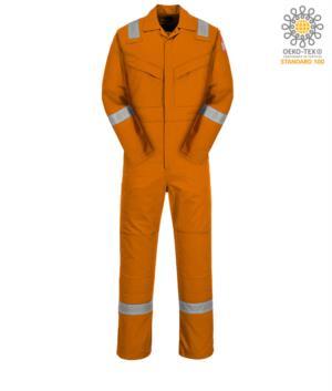 Tuta intera antistatica e ignifuga, polsino regolabile, tasca su manica, accesso laterale, tasca porta metro, colore arancione. Certificato CE, NFPA 2112, EN 11611, EN 11612: 2009, ASTM F1959-F1959M-12, EN 1149-5, CEI EN 61482-1-2: 2008