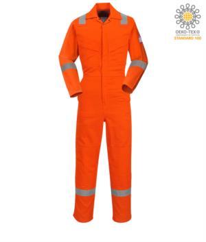 Tuta intera pentavalente, polsino regolabile, tasca su manica, accesso laterale, tasca porta metro, colore arancione. Certificato CE, EN 11611, EN 11612: 2009, ASTM F1959-F1959M-12, EN 1149-5, CEI EN 61482-1-2: 2008