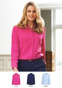 Camicia elegante 100% poliestere con bottoni coperti.  Ideale per receptionist, hostess, hotellerie. Richiedi un preventivo gratuito.
