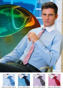 Camicia elegante da uomo per divisa elegante da lavoro. Tessuto in poliestere, cotone ed elastane, easy iron. Colletto a contasto di colore bianco. Ottieni un preventivo gratuito.