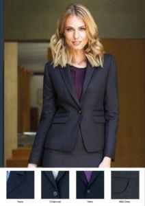 Giacca da donna chiusura un bottone in poliestere e lana con tessuto antipiega. Utilizzo per promoter, receptionist, hotellerie.