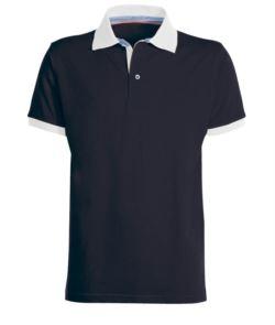 Polo maniche corte da lavoro bicolore, chiusura tre bottoni, spacchetti laterali, colletto fessino e fondo manica in contrasto, tessuto 100% cotone pettinato, colore blu navy